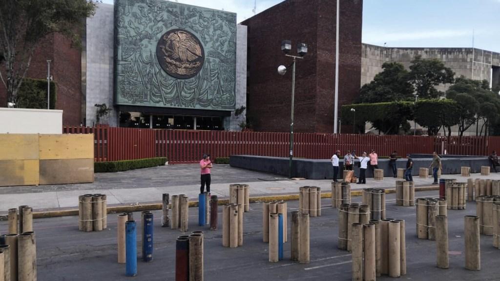 Habitantes de Tultepec prenden fuegos artificiales frente a San Lázaro en protesta - tultepec protesta san lázaro
