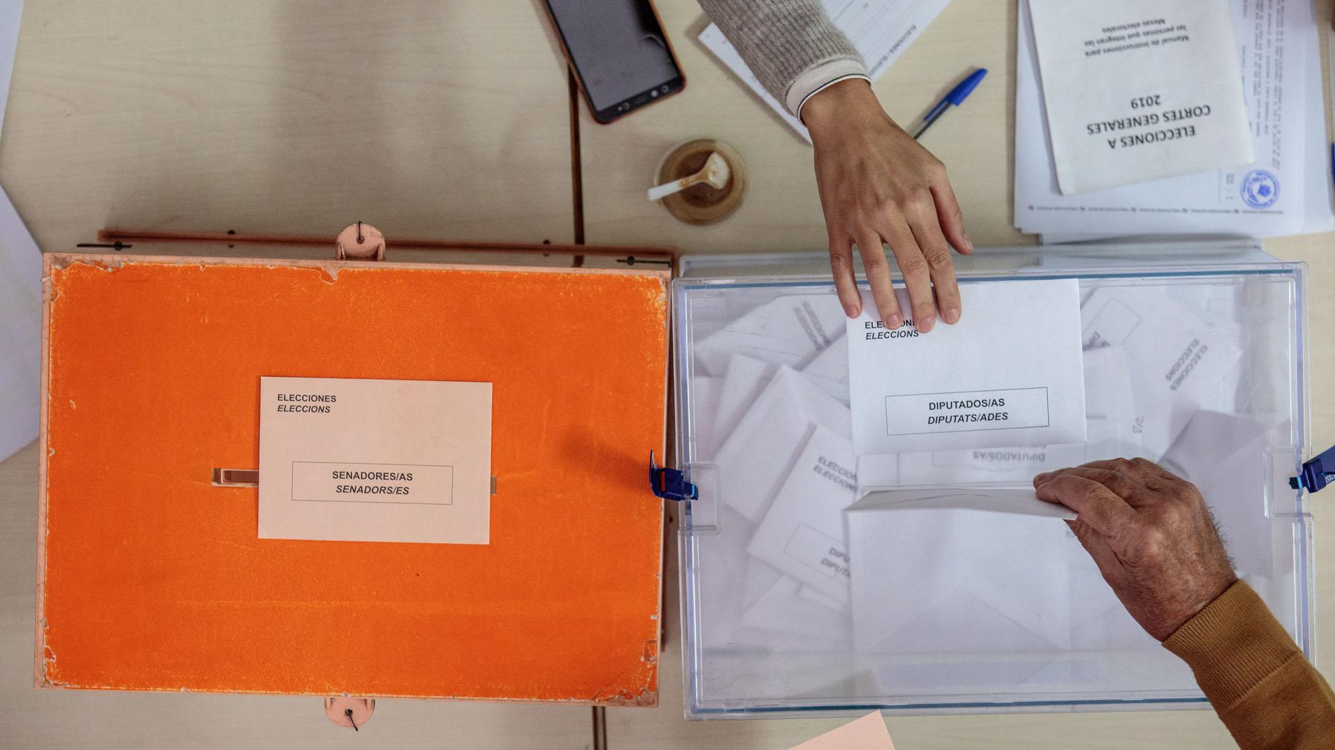 Urnas de recepción de votos. Foto de EFE