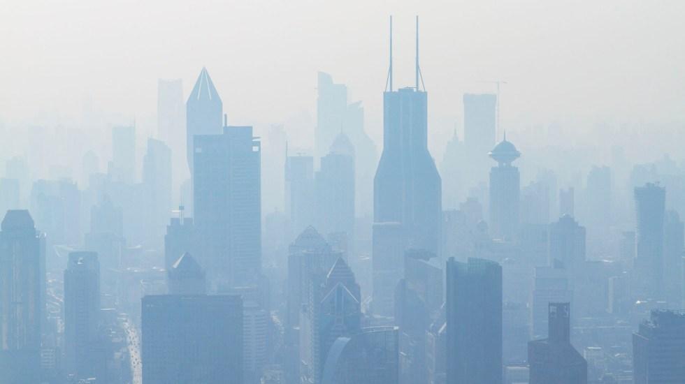 Contaminación atmosférica causa siete millones de muerte en el mundo - Vista aérea de Shanghai con alta contaminación atmosférica. Foto de Holger Link / Unsplash