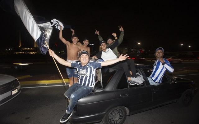 Así fueron los festejos en la Macroplaza de Monterrey por título de Rayados - Aficionados de Rayados celebran el Campeonato del Equipo Monterrey del Torneo Apertura 2019 de la Liga BBVA MX, en la Macroplaza de la Ciudad de Monterrey, el 30 de Diciembre de 2019. Foto de Mexsport.