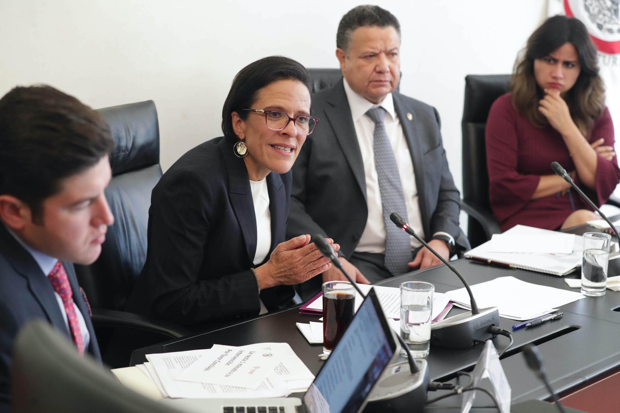 Ana Laura Magaloni en la Reunión de la Comisión de Justicia, comparecencias de las aspirantes a ocupar el cargo de Ministra de la SCJN. Foto de Senado de la República.