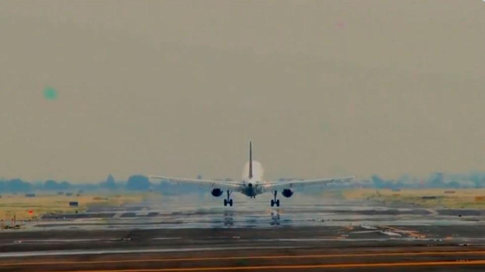 Operará en diciembre nuevo diseño de espacio aéreo en Valle de México - Avión en pista del AICM. Captura de pantalla / @AICM_mx