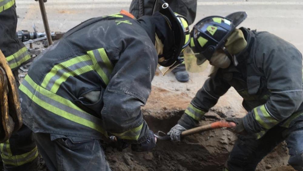 Controlan fuga de gas natural en calles de la alcaldía Álvaro Obregón - Bomberos de la Ciudad de México controlando una fuga de gas, archivo. Foto de @Bomberos_CDMX