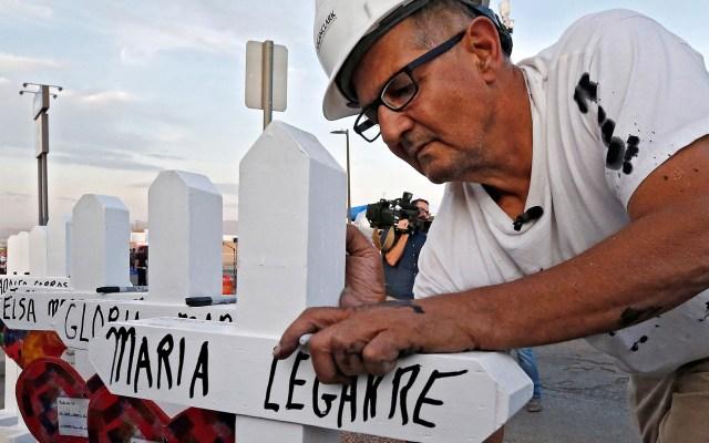 Carpintero honra con cruces blancas a víctimas de tiroteos en EE.UU. - Carpintero Greg Zanis. Foto de EFE