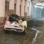 Auto cae de 10 metros de altura en la Ciudad de México
