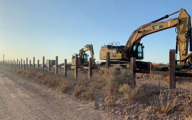 Corte Suprema de EE.UU. rechaza apelación de ambientalistas para frenar muro fronterizo - Construcción del muro fronterizo en Arizona. Foto de The Republic