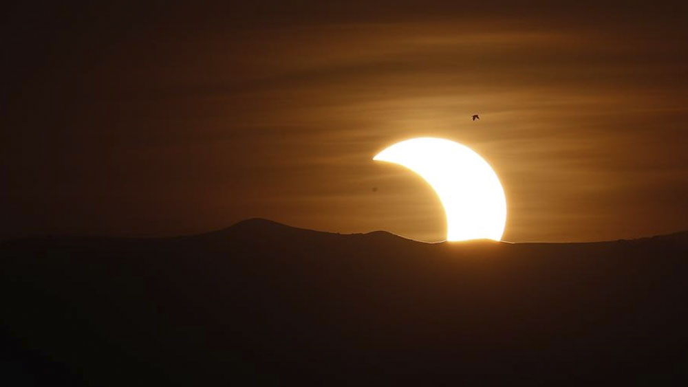 Eclipse anular de Sol atrae a miles de personas en Asia - Eclipse anular de Sol atrae a miles de personas en Asia