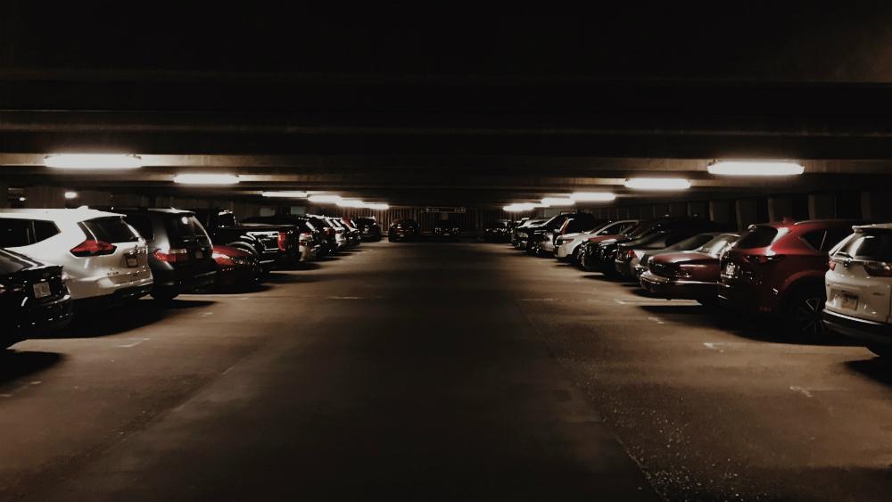 Senador propone cobrar estacionamiento por minuto y no por hora - Foto de Unsplash