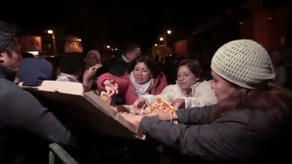 #Video Carlos Rivera envía pizzas a fans que esperaron horas por boletos
