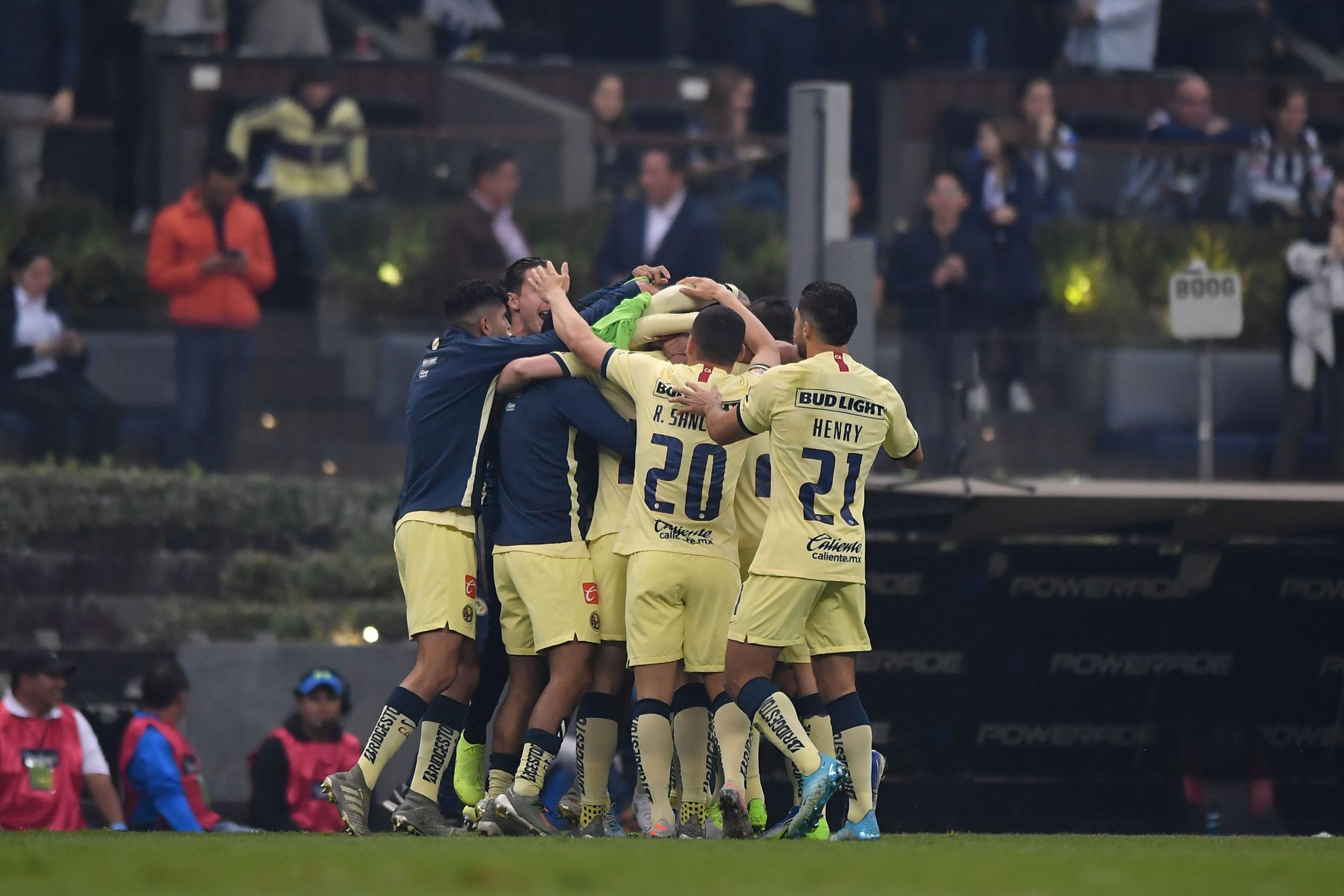 El festejo de los jugadores de América tras el gol de Federico Viñas.. Foto de Mexsport.