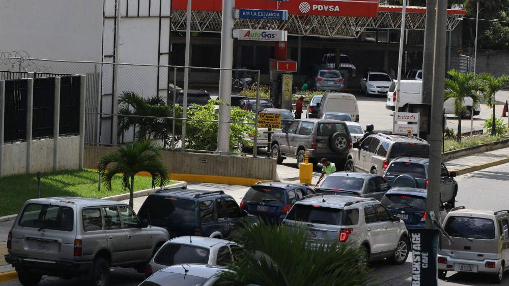 Reportan escasez de gasolina en Venezuela - Foto de El Universal de Venezuela