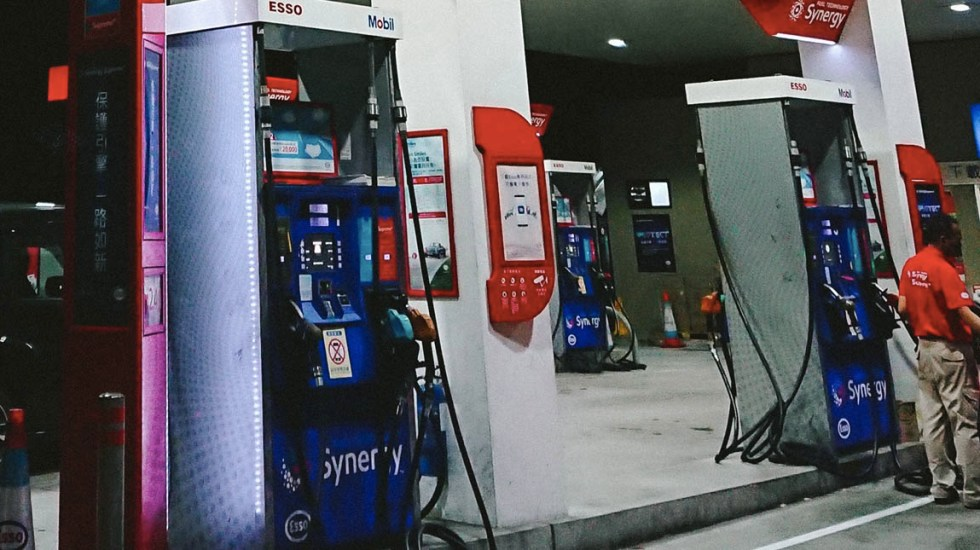 Banco Europeo eliminará apoyos a combustibles fósiles - Gasolina Gasolinera combustible