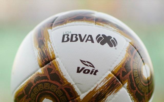Exsecretario de Salud confía que el deporte vuelva a mediados de junio en México - En la foto, el balón de la Liga MX. Foto de Mexsport