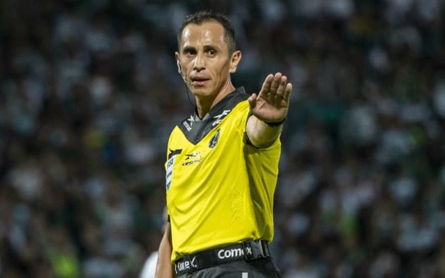 Listos los árbitros para las vueltas de semifinales del Apertura 2019 - Árbitro Luis Enrique Santander. Foto de Mexsport