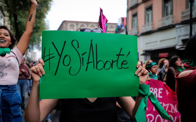 Aprueban en CDMX aborto legal hasta los 5 meses en caso de violación - Manifestación a favor del aborto legal, gratuito y seguro en todo México. Foto de Notimex / Archivo