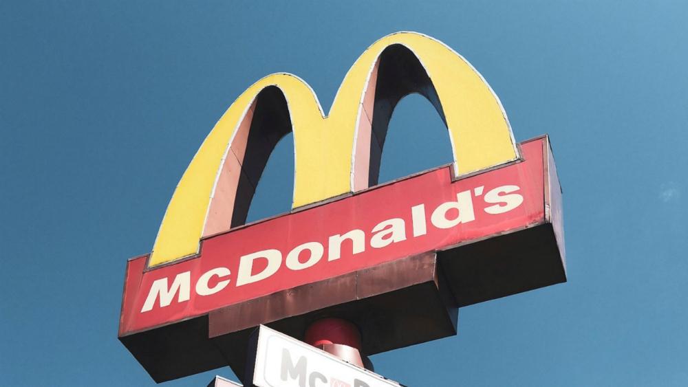 McDonald's cierra por dos días en Perú tras muerte de jóvenes trabajadores - Foto de Andreeew Hoang para Unsplash