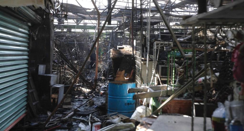 Rehabilitación de mercado San Cosme se prevé que dure al menos nueve meses - Incendio en mercado de San Cosme. Foto de Notimex