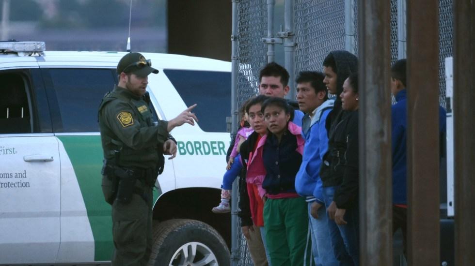 Bajan 30% detenciones de migrantes en la frontera México-EE.UU. - Foto de EFE/Rey R. Jauregui/Archivo
