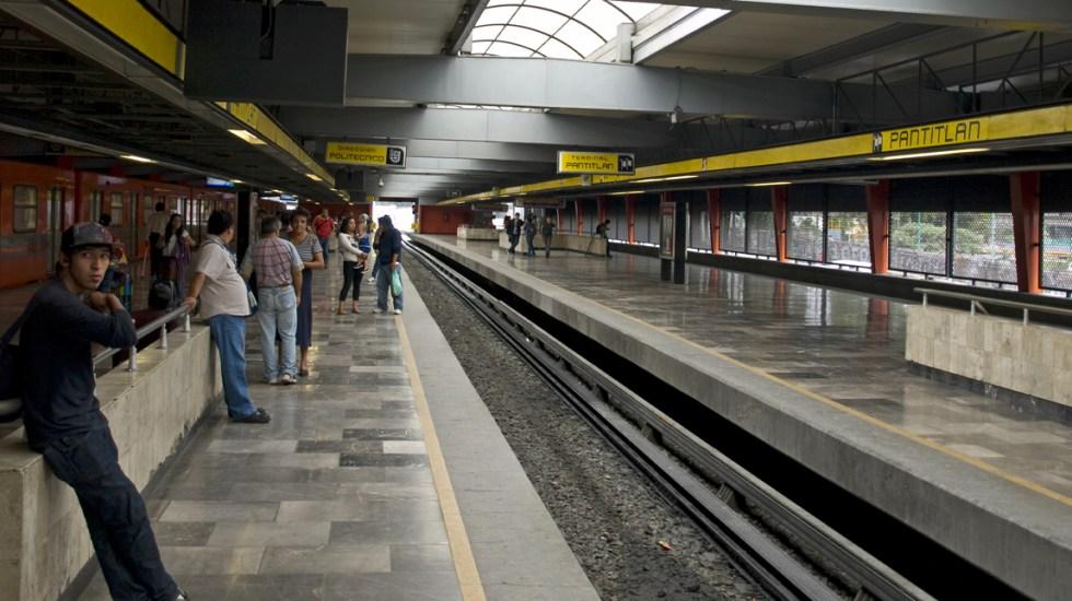 #Video Captan riña entre policías y dos hombres en Metro Pantitlán - Estación Pantitlán