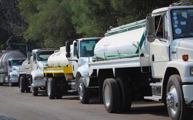 Pipas abastecen agua potable en Azcapotzalco y GAM por corte - Pipas abastecen agua potable en Azcapotzalco y GAM por corte