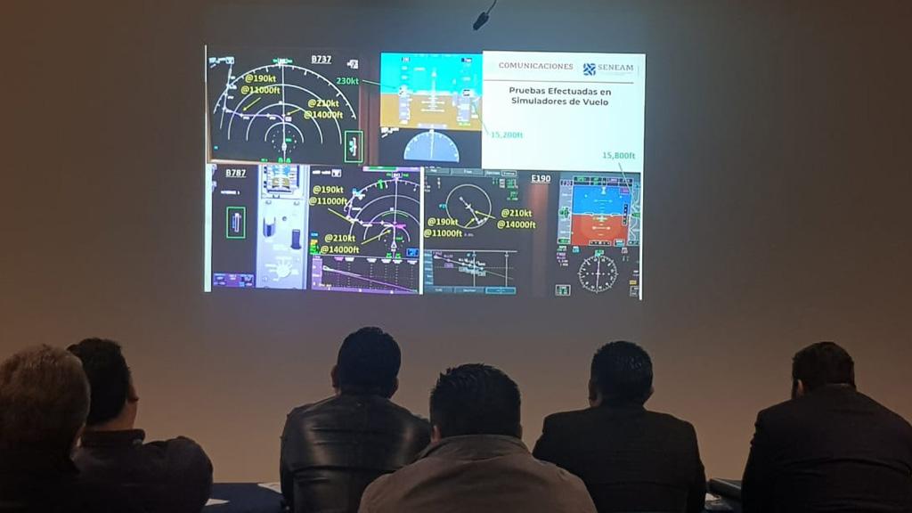 SCT asegura interoperabilidad de aeropuertos en centro de México tras rediseño de rutas - Pruebas en simuladores para rediseño de rutas aéreas para cuatro aeropuertos del centro de México. Foto de SCT