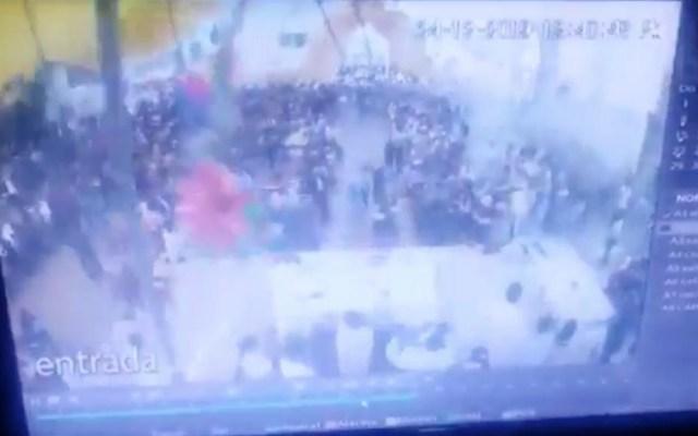 #Video Cae lona sobre feligreses durante misa en Puebla - Puebla lona misa