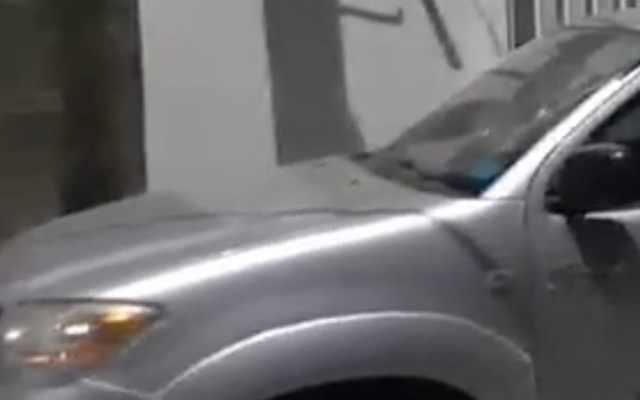 Atacan vehículo de funcionario municipal de Salamanca, Guanajuato - Ataque a camioneta del contralor de Salamanca