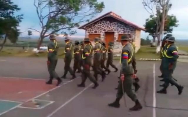 Colombia, Brasil y Perú niegan apoyo a ataque contra cuartel militar en Venezuela - Soldados en la Unidad 513 de Infantería de Selva Mariano Montilla. Captura de pantalla / Romario Morales (YouTube)