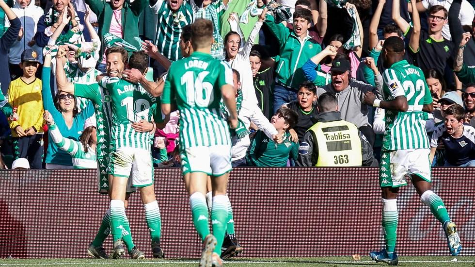 Técnico del Betis sugiere a jugadores probarse un pantalón cada cuatro días - Andrés Guardado Real Betis