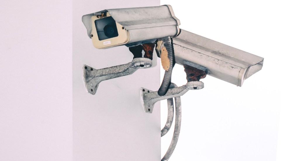 Hackers se infiltran en más de 150 mil cámaras de seguridad; entre ellas de Tesla, hospitales y cárceles - Roban a vecino de la GAM afuera de su casa
