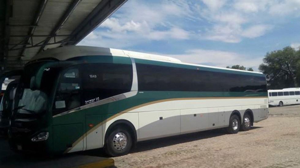 Flecha Roja suspende corridas en algunos municipios del Edomex por secuestro de autobuses - Camión de Flecha Roja. Foto de @AutransportesDePasajerosMexTolFlechaRoja