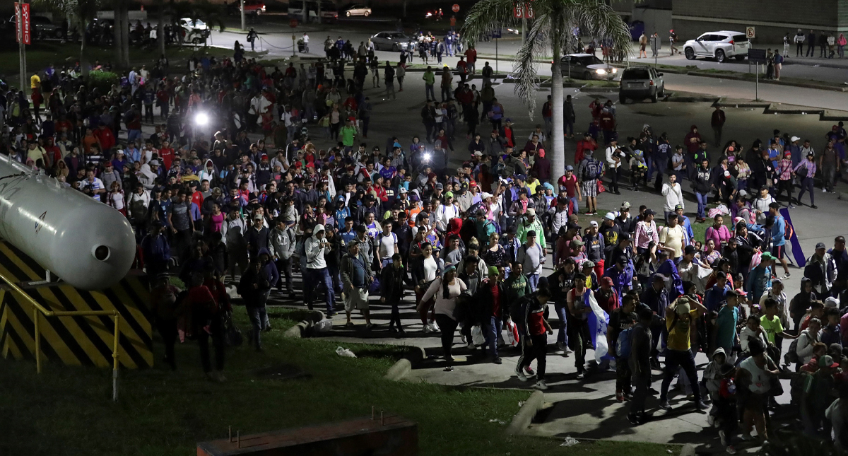 """Mando de Honduras anuncia informe para """"desenmascarar"""" a quienes financian las caravanas migrantes"""