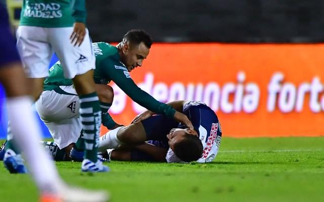 #Video Eugenio Pizzuto sufre grave lesión en su debut en Primera División - Eugenio Pizzuto tras sufrir grave lesión en el partido del Pachuca vs León. Foto de Mexport
