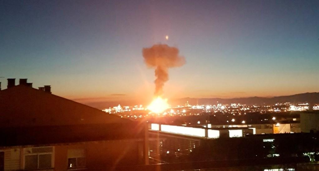 #Video Explosión en planta petroquímica de España deja un muerto - Explosión en planta petroquímica de Tarragona. Foto de @ImmaGris