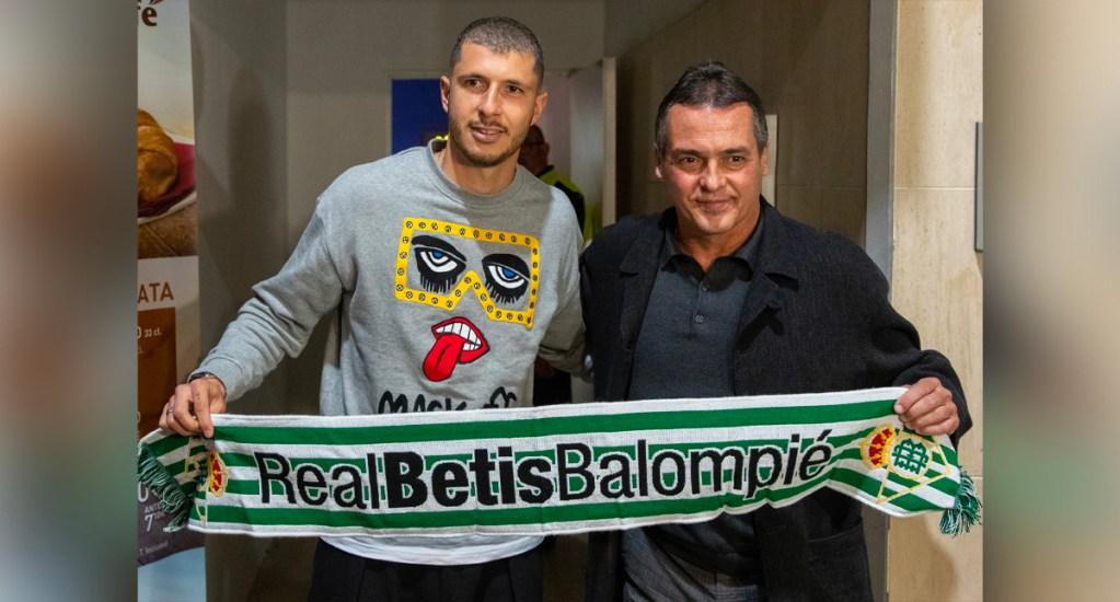 Guido Rodríguez llega a Sevilla para incorporarse al Real Betis - Guido Rodríguez llega a Sevilla para incorporarse al Real Betis