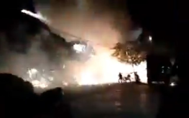 #Video Pirotecnia desata incendio en mercado de Chiapas - Incendio de mercado en Ocosingo, Chiapas, por pirotecnia. Captura de pantalla