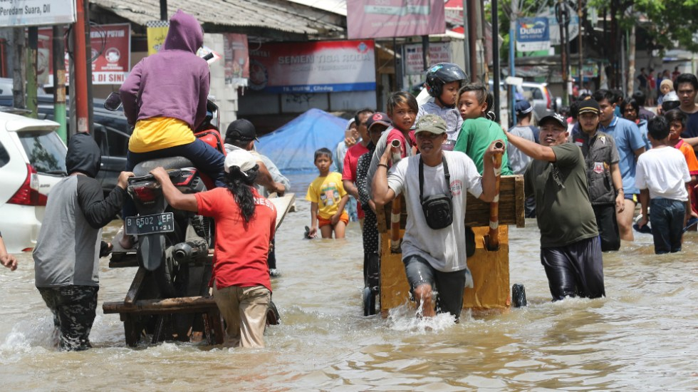 Indonesia eleva a 43 los muertos por las inundaciones en Yakarta - Foto de EFE