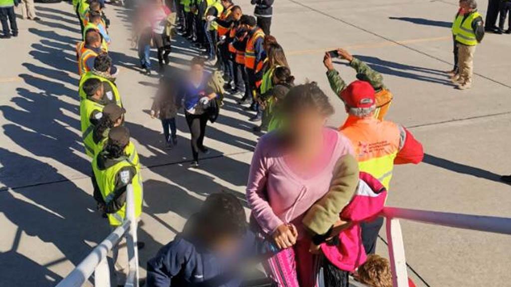 Programa 'Permanezcan en México' puede provocar estrés severo y traumas en migrantes - INM retorno asistido migrantes vuelo avión