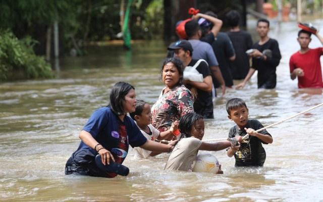 Inundaciones dejan en Yakarta al menos 21 muertos - Inundaciones en Yakarta, Indonesia. Foto de EFE
