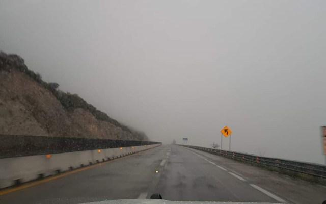 Reabren la autopista Monterrey-Saltillo tras carambola de 15 vehículos - La autopista Monterrey-Saltillo presenta puntos de bancos de neblina. Foto de @PC_NuevoLeon