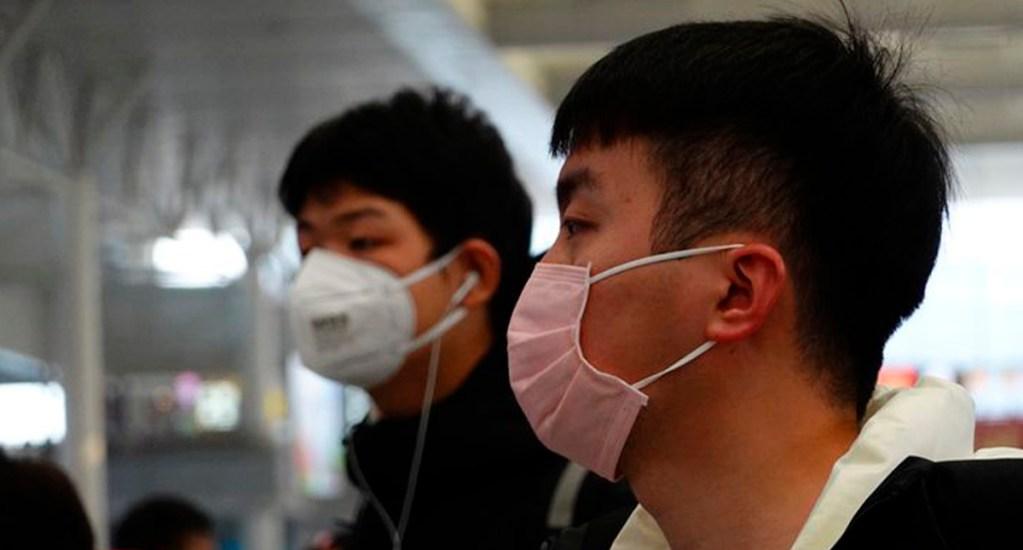 Nuevo coronavirus cobra en China su sexta víctima - La gente utiliza cubrebocas para evitar el contagio del nuevo coronavirus que azota a China. Foto de @yicaichina