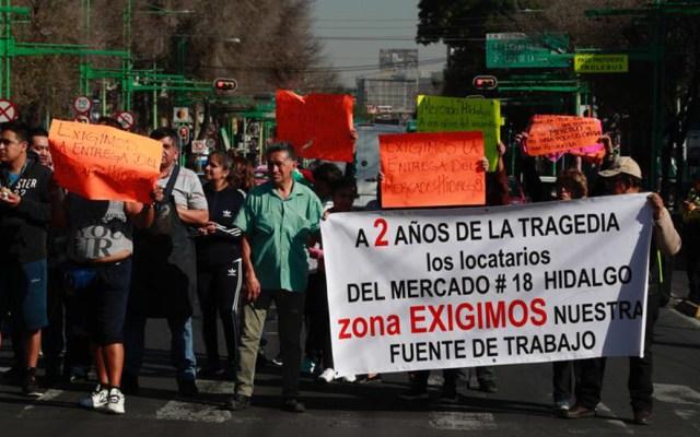 Gobierno capitalino se compromete con comerciantes del mercado Hidalgo - Locatarios del mercado Hidalgo afectados por incendio en 2018. Foto de @Foro_TV