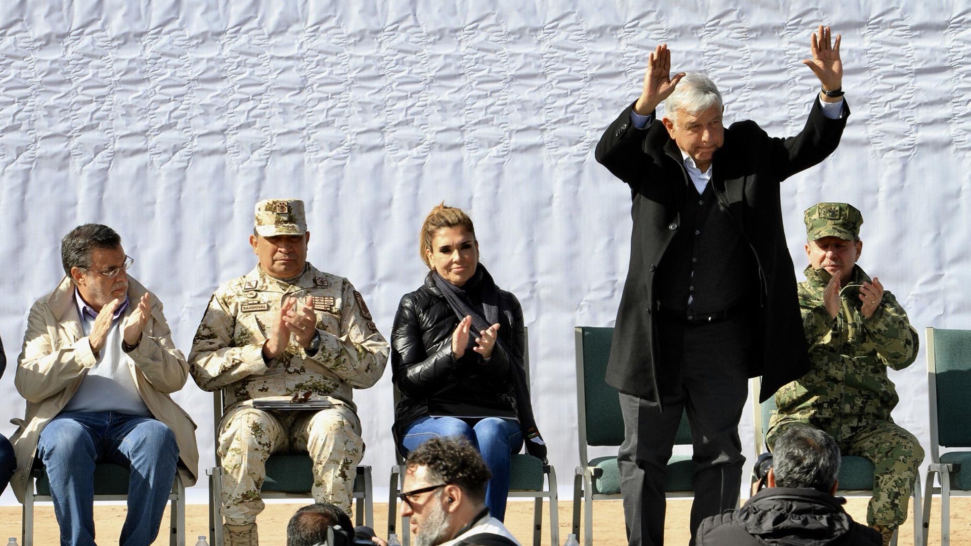 López Obrador prometió reuniones con familiares de víctimas de masacre en Bavispe, hasta obtener justicia. Foto de Notimex