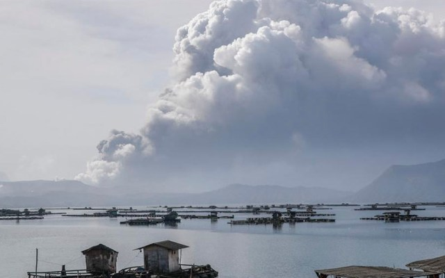 Más de 24 mil evacuados en Filipinas por volcán Taal - Más de 24 mil evacuados en Filipinas por volcán Taal