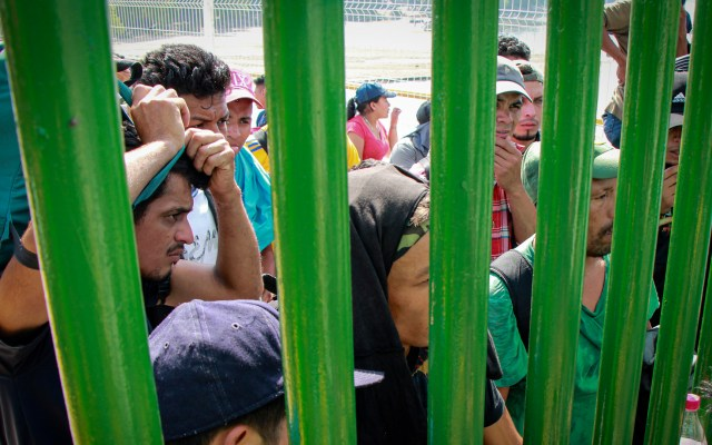 Comar pide a solicitantes de asilo no otorgar datos personales a terceros - Foto de Notimex