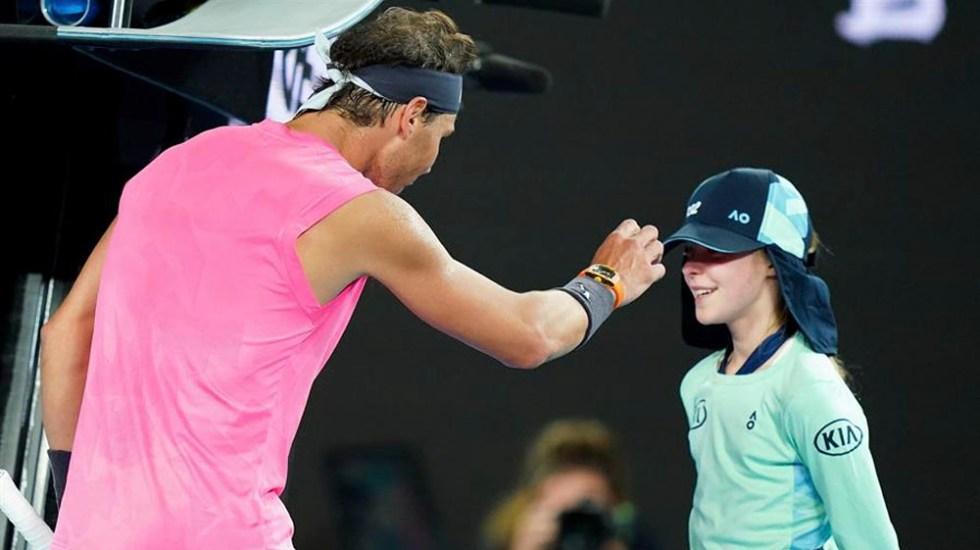 #Video La disculpa de Rafael Nadal tras pelotazo a recogepelotas en Abierto de Australia - Nadal da pelotazo a recogepelotas en Abierto de Australia