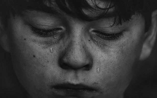 Uno de cada 20 niños y adolescentes padecerá depresión antes de los 19 años - Niño triste. Foto de Kat J / Unsplash