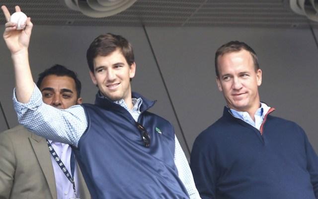Peyton Manning reconoce trayectoria de su hermano Eli - Foto de @nypost