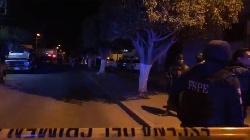 Comando asesina en Celaya a seis adultos y un niño - Policías en escena de la ejecución de 7 personas en Celaya. Captura de pantalla / Informativo Ágora