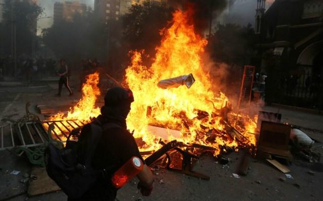 Miles de personas toman el centro de Santiago de Chile en la primera protesta del 2020 - Foto de EFE